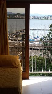 Luxuriöses Zimmer mit Blick auf die Bucht