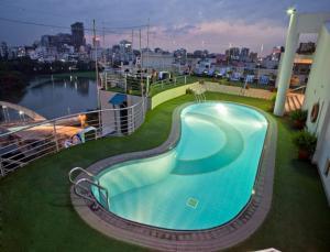 Lakeshore Hotel & Apartments