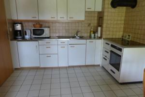 Ferienhaus Wang, Apartmanok  Beatenberg - big - 6