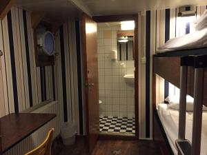 Economy Twin Room with Private Bathroom