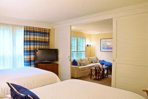 Deluxe Queen Suite with Two Queen Beds and Garden View