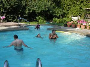 A Wildwood Rose Vacation Rental, Villas  Kelowna - big - 3
