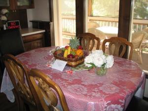 A Wildwood Rose Vacation Rental, Villas  Kelowna - big - 8