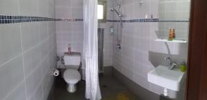 Aloni Neve Zohar Dead Sea, Appartamenti  Neve Zohar - big - 6