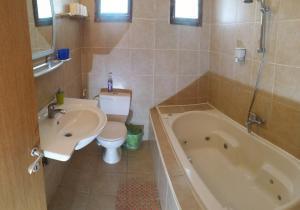 Aloni Neve Zohar Dead Sea, Appartamenti  Neve Zohar - big - 23