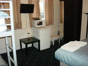 Budget Triple Room with Shared Bathroom