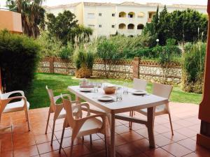 Marbella Beach Resort at Club Playa Real, Apartmanok  Marbella - big - 61