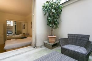 Classic One-Bedroom Apartment - Courtyard View