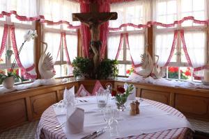 Schwarzwaldgasthaus Goldener Engel, Guest houses  Glottertal - big - 23