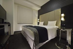 Premium Hollywood Twin Room with Complimentary Breakfast