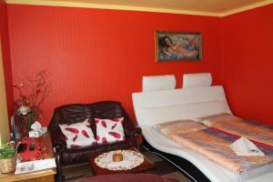 Villa Anastazis - Penzion Eden, Guest houses  Karlovy Vary - big - 51