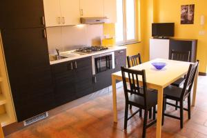 Cefalù sea house, Apartmanok  Cefalù - big - 19