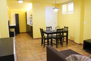 Cefalù sea house, Apartmanok  Cefalù - big - 29