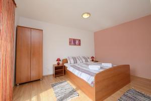 Apartments and Rooms Sara, Vendégházak  Petrčane - big - 51
