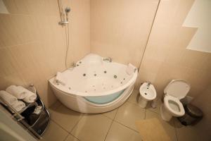 Truskavets Central Jam Mini Hotel, Inns  Truskavets - big - 17