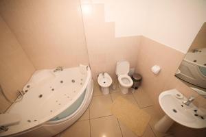 Truskavets Central Jam Mini Hotel, Inns  Truskavets - big - 11