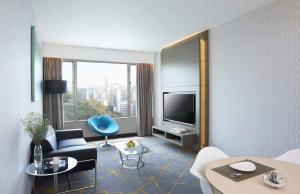 Premier One Bedroom Suite with Free Breakfast