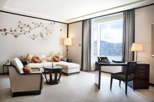 Deluxe Suite with Harbour View