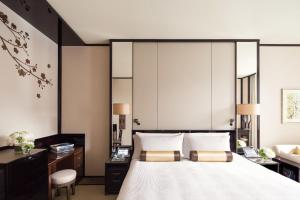 Deluxe Double or Twin Room with Courtyard View