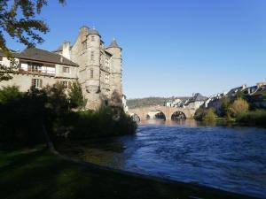 Aux Portes des Monts d'Aubrac, Üdülőparkok  Espalion - big - 8