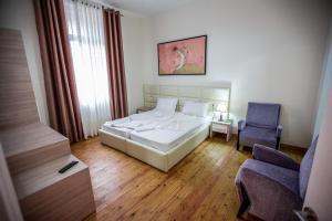Living Hotel, Hotels  Tirana - big - 54