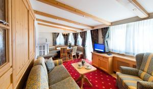 Alpen Hotel Corona, Hotely  Vigo di Fassa - big - 28