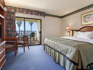 Deluxe King Room with Ocean view - Non-Smoking