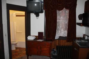 Executive Twin with Kitchenette