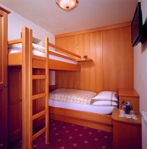 Alpen Hotel Corona, Hotely  Vigo di Fassa - big - 24