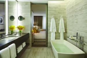 Four Seasons Hotel Toronto (16 of 49)