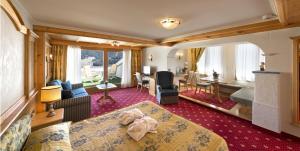 Alpen Hotel Corona, Hotely  Vigo di Fassa - big - 11