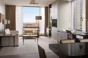 Four Seasons Hotel Toronto (24 of 49)