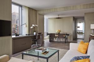 Four Seasons Hotel Toronto (4 of 49)