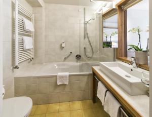 Falkensteiner Family Hotel Lido Ehrenburgerhof, Hotels  Chienes - big - 10