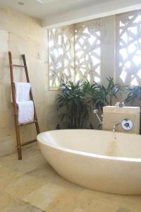 Batu Karang Lembongan Resort and Day Spa, Resorts  Lembongan - big - 3