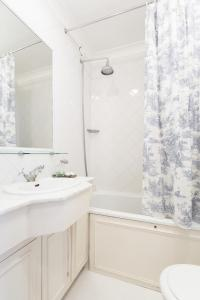 onefinestay - South Kensington private homes II, Apartmány  Londýn - big - 18