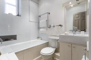 onefinestay - South Kensington private homes II, Apartmány  Londýn - big - 41