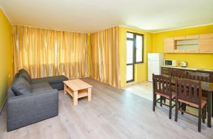 Evi Apartments 2, Apartmanok  Pomorie - big - 3