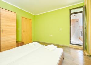 Evi Apartments 2, Apartmanok  Pomorie - big - 39