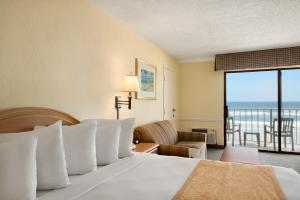 Efficiency King Room with Oceanfront - Non-Smoking