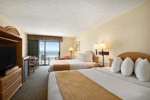 Queen Room with Two Double Beds - Oceanfront/Non-Smoking