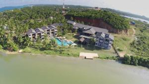Calamander Bay Resort