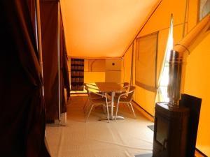 Camping Colline de Rabais, Kempingek  Virton - big - 4