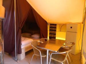 Camping Colline de Rabais, Kempingek  Virton - big - 15