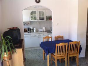 Hortenzia Apartmanház, Apartments  Balatonlelle - big - 8