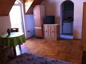 Hortenzia Apartmanház, Apartments  Balatonlelle - big - 5