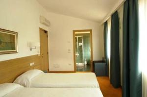 Albergo Al Caminetto, Hotels  Nago-Torbole - big - 6