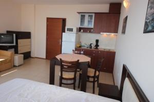 Menada Esperanto Apartments, Apartmány  Slunečné pobřeží - big - 59