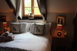 Les Freuberts B&B, Bed & Breakfasts  Landivy - big - 11