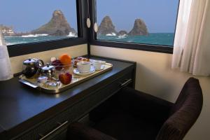 La Terrazza, Bed & Breakfasts  Aci Castello - big - 16